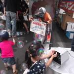 150523-24みつびし愛サンサンフェスタ_01自転車発電でシャボン玉